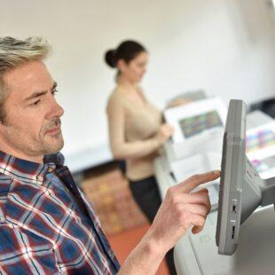 הדפסת פוסטרים לעסק שלכם